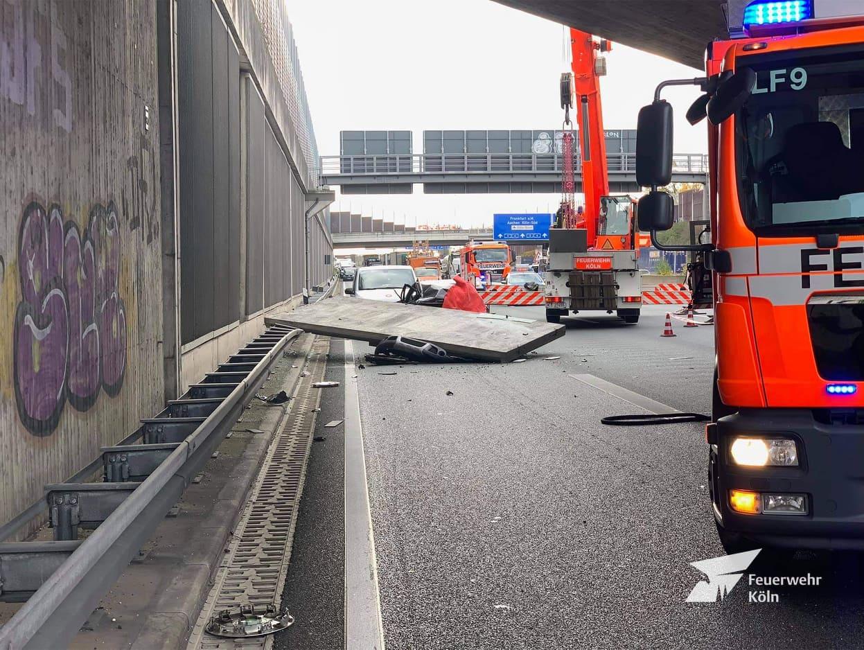 Betonlap esett egy autosra Németországban